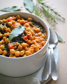 Chickpeas with Sausage and Spinach. Chickpeas with sausage and spinach (in Greek) Greek Recipes, Desert Recipes, Pork Recipes, My Recipes, Favorite Recipes, Legumes Recipe, Greek Cooking, Greek Dishes, Kitchens