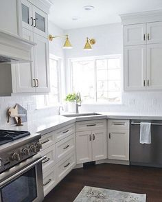 New Kitchen Corner Sink Ideas Light Fixtures Ideas Off White Kitchen Cabinets, Off White Kitchens, Corner Sink Kitchen, Kitchen Cabinet Design, Kitchen Redo, Interior Design Kitchen, New Kitchen, Home Kitchens, Small Kitchens