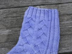 If you like Wyvern Socks, then you may like these. This is a somewhat modified version of the Wyvern pattern, with a different heel, and modified rib. Hope you like it.