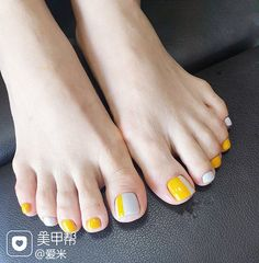summer stylish polish trendy light color nail art design ideas for women 2019 Summer Pedicure Colors, Summer Nails, Geometric Designs, Nail Arts, Christmas Nails, Toe Nails, Cool Things To Make, You Nailed It, Light Colors