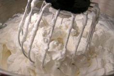 Cremă delicioasă cu gust de înghețată - perfectă pentru orice prăjitură! - Bucatarul Icing Frosting, Top 5, Yummy Food, Yummy Recipes, Desserts, Cakes, Cream, Flowers, Tailgate Desserts