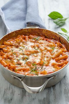 50 Skillet Meals Skillet-Baked Ziti by pinkparsley: One pan. Less than one hour. A totally comforting and delicious dinner.Skillet-Baked Ziti by pinkparsley: One pan. Less than one hour. A totally comforting and delicious dinner. I Love Food, Good Food, Yummy Food, Pasta Recipes, Dinner Recipes, Cooking Recipes, Pasta Meals, Italian Dishes, Italian Recipes