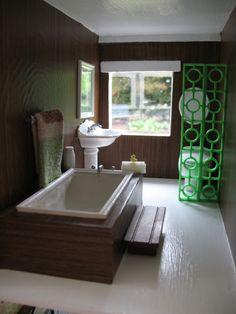 dollhouse bathroom- handmade (the tub is made from fimo clay)