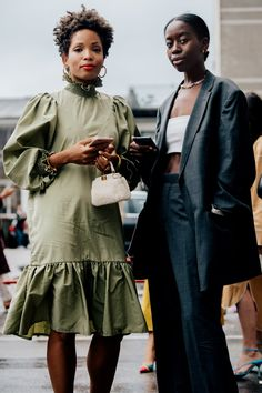 fashion inspiratie Street style inspiration from Copenhagen Fashion Week spring/summer 2020 - Vogue Australia Fashion Weeks, Daily Fashion, Black Women Fashion, Womens Fashion, Classy Fashion, Stockholm Fashion Week, Tokyo Street Fashion, Japan Fashion, India Fashion