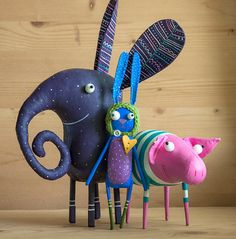 Dang these guys are adorable! does a killer job of being her store to life through playful photos of her toy art.happy animals for James by MarLitoys on Etsy Felt Crafts, Diy And Crafts, Crafts For Kids, Arts And Crafts, Paper Crafts, Fabric Toys, Toy Art, Happy Animals, Sewing Toys
