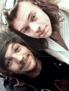 sorry we havent been active for a while been busy and distracted, should be posting regularly again now, lots of love -H&L Larry Stylinson, Harry Styles Live, Harry Edward Styles, Perfect Couple, Best Couple, Wattpad, Zayn, Louis E Harry, X Factor