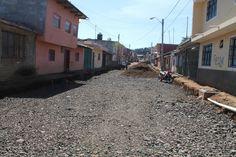 A pocos días de iniciada la rehabilitación de la calle Ignacio Manuel Altamirano en la colonia Los Reyes, ésta presenta un importante avance – Pátzcuaro, Michoacán, 11 de noviembre de ...