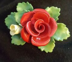 CARA CHINA STAFFORDSHIRE PIN/BROOCH MADE IN ENGLAND RED ROSE & YELLOW ROSE BUD #CARACHINASTAFFORDSHIRE