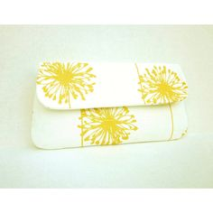 Yellow White Dandelion Clutch
