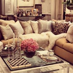 I like the pop of color with the flowers in a neutral living room. So in love !