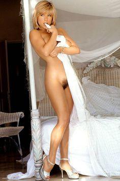singer nude fox Samantha