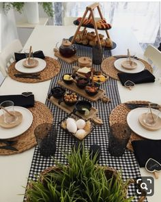 Discover recipes, home ideas, style inspiration and other ideas to try. Breakfast Table Setting, Restaurant Table Setting, Breakfast Desayunos, Breakfast Ideas, Birthday Brunch, Easter Brunch, Sunday Brunch, Dinning Table, Decoration Table
