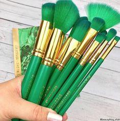 It Cosmetics Brushes, Cosmetic Brushes, Bedroom Decor For Teen Girls, Green Makeup, Jewel Colors, Brush Sets, Cute Girl Photo, Makeup Brush Set, Malachite
