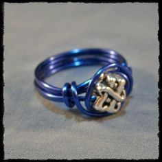 How to Make a Simple Wire Ring. (REALLY loved making these in my jewelry class in high school >__> )