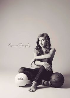 Awesome set for sports minded senior volleyball pictures, sport senior pictures, senior picture girls Senior Photos Girls, Senior Girl Poses, Senior Picture Outfits, Senior Girls, Senior Posing, Senior Session, Girl Photos, Senior Picture Poses, Teen Poses