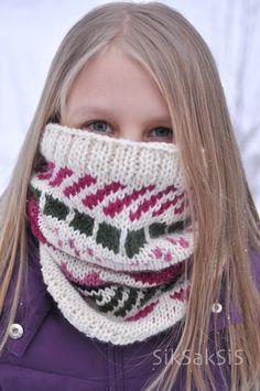 - - - SikSakSis - - -: Kirjo-kauluri (+ohje) Knitting Socks, Knitted Hats, Crochet Hats, Knit Socks, Knitting Projects, Knitting Ideas, Henna, Winter Hats, Minecraft
