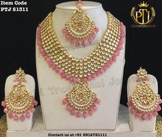 Fulfill a Wedding Tradition with Estate Bridal Jewelry Indian Bridal Jewelry Sets, Indian Jewelry Earrings, Pink Jewelry, India Jewelry, Bridal Bangles, Jewelry Accessories, Punjabi Traditional Jewellery, Kundan Set, Pakistani Jewelry
