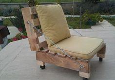 garten mit einem sessel aus europaletten - selber gemacht - Gartenmöbel aus Paletten – 30 interessante Beispiele