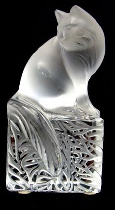 Lalique Crystal Cat : (Not a perfume bottle - I just like cats! Art Nouveau, Art Deco, Lalique Jewelry, Vases, Objet D'art, Cat Art, Glass Art, Perfume Bottles, Pottery