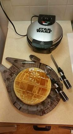 Funny pictures about Star Wars Breakfast. Oh, and cool pics about Star Wars Breakfast. Also, Star Wars Breakfast photos. Star Wars Meme, Star Trek, Geek Culture, Objet Star Wars, Anniversaire Star Wars, Badass, Images Star Wars, Star War 3, Death Star