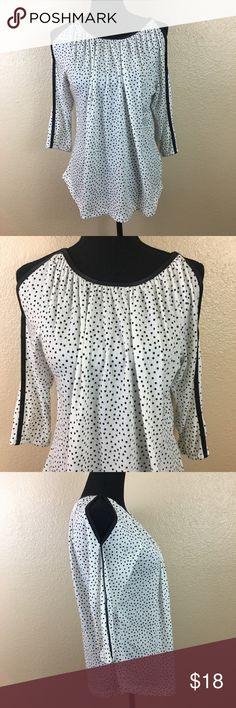 18f024af2f41 Jones New York polka dot cold shoulder blouse sz M