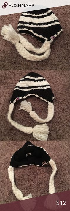 Roxy hat New without tags Roxy hat.  Super cute and warm. Black/white Roxy Accessories Hats