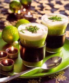 Courgette cappuccino is een lekker recept, Een leuke variatie op het soepje als voorgerecht. Door het te serveren in een cappuccino glas creëer je een verrassend effect.