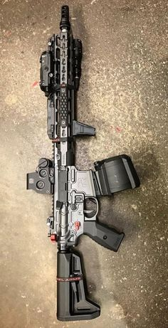 The Definitive Ultimate Rifles Resource & Guide Dang! They left out the mini frige and phone charger lol Custom Ar15, Custom Guns, Weapons Guns, Airsoft Guns, Guns And Ammo, Armas Airsoft, Tactical Operator, Tactical Rifles, Assault Rifle