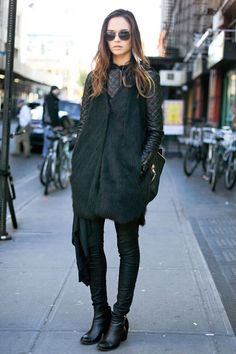 Chic all-black in NYC #streetstyle
