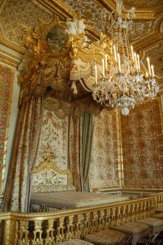 The Queen's Bedroom   by merlinphotography
