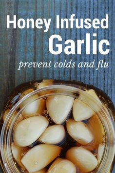 Secret Health Remedies Honey Garlic Infusion for immune health - Looking for a natural immune booster to fight off colds and flu? Keep a jar of honey infused garlic in your fridge. Cough Remedies For Adults, Flu And Cold Remedies, Flue Remedies, Bloating Remedies, Asthma Remedies, Herbal Remedies, Cooking With Turmeric, Garlic Benefits, Honey Benefits