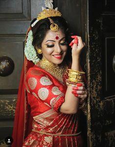 Trendy Bridal Look Indian Muslim 19 Ideas Bengali Bridal Makeup, Bengali Wedding, Bengali Bride, Indian Bridal Photos, Indian Bridal Outfits, Indian Bridal Lehenga, Wedding Girl, Bridal Wedding Dresses, Saree Wedding