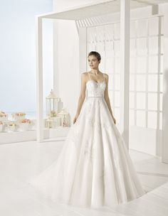 Yerk - Beaded lace and tulle dress, in natural and white.