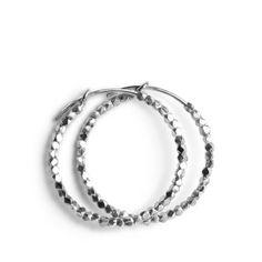 Kreolen mit leicht schimmernden Perlen aus Sterling Silber.