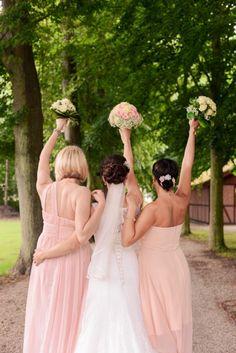 #Bridesmaid #flowers #wedding #weddingideas #dress Www.annikaloewe.de