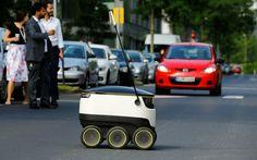 Der Paketdienst Hermes schickt Lieferroboter auf Hamburger Bürgersteige, noch im…