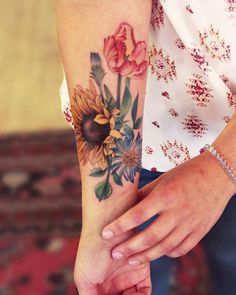 You can make your own tattoo design that can cause you to stand out. Big or little, colored or not, you may almost never fail with a sunflower tattoo. If you need a temporary flower tattoo, a henna would be a great choice. Piercing Tattoo, Botanisches Tattoo, Tattoo Trend, Piercings, 1000 Tattoos, Time Tattoos, Body Art Tattoos, Sleeve Tattoos, Tatoos