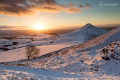 Roseberry Topping Winter Sunset Over The Cleveland Hills - The North Yorkshire Gallery Winter Sunset, Winter Light, Winter Snow, Yorkshire Dales, North Yorkshire, Northern England, Middlesbrough, English Countryside, Winter Photography