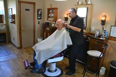 Albion barber returns to work 4 years after being seriously injured in motorcycle accident