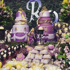 #mulpix A gente AMA festa com 2 bolos !! @felisboa , boa festa para vc e suas meninas!!  #enrolados  #Rapunzel bolos @acdecorlocacaodebolos