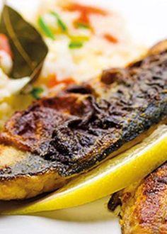 Filetes de cavala marinados com arroz de pimentos