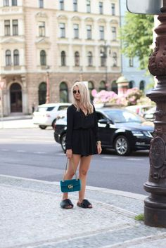 Gucci Marmont velvet bag outfit with furry slides #gucci #velvet #marmont #slides #bag #blonde #outfit