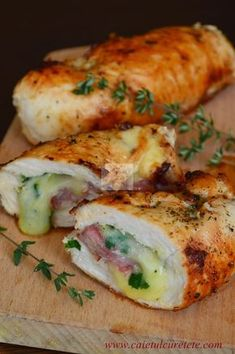 Chicken breast stuffed with ham and cheese Good Food, Yummy Food, Romanian Food, Spinach Stuffed Chicken, Cordon Bleu, Diy Food, Food Inspiration, Food To Make, Chicken Recipes