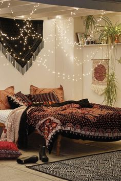 Urban Outfitters Bedroom Propping your bed up against an assortment of shelves Bohemian Bedroom Decor assortment Bed Bedroom Outfitters Propping shelves urban Bohemian Bedrooms, Boho Room, Girls Bedroom, Cozy Bedroom, Bedroom Ideas, Bedroom Romantic, Master Bedroom, Modern Bedroom, Trendy Bedroom