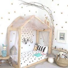 Une maison vue par les enfants : le lit Montessori