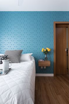 Apartamento de 70 m² foi decorado para ser prático e receber bem - Casa Decor, Furniture, Room, House, Interior, Home Decor Decals, Bed, Bedroom Decor, Interior Design