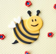 With spring being just around the corner, I decided to put together a video tutorial on how to make fondant bumble bee cupcake toppers. Fondant Bee, Fondant Butterfly, Fondant Cupcake Toppers, Cupcake Cakes, Mini Cakes, Lemon Cupcakes, Pink Cupcakes, Fondant Flowers, Cupcake Ideas