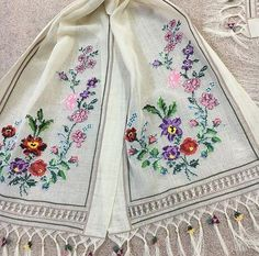 This Pin was discovered by Saa Cross Stitch Borders, Cross Stitch Flowers, Cross Stitch Designs, Cross Stitching, Vintage Embroidery, Embroidery Stitches, Happy Flowers, Bargello, Home Textile