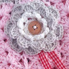 Crochet flower detail for romantic bag. Soft pastel shabbyshic romantic romantisch handmade.Annemarie Evers/ mani di Anne