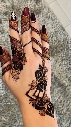 21 Henna Hand Designs That Are a Work of Art New Henna Designs, Floral Henna Designs, Indian Henna Designs, Mehndi Designs For Girls, Stylish Mehndi Designs, Mehndi Designs For Fingers, Wedding Mehndi Designs, Hena Designs, Latest Mehndi Designs